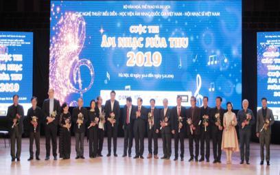 Hội Nhạc sĩ Việt Nam trao Bằng khen cho các thí sinh xuất sắc Cuộc thi Âm nhạc Mùa Thu 2019