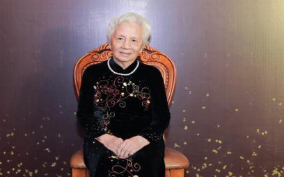 Chuyện cảm động về bà giáo hơn 90 tuổi vẫn cần mẫn đào tạo ca sĩ, nghệ sĩ